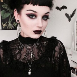 6 Style Tips for a #HellaWitchy Wardrobe